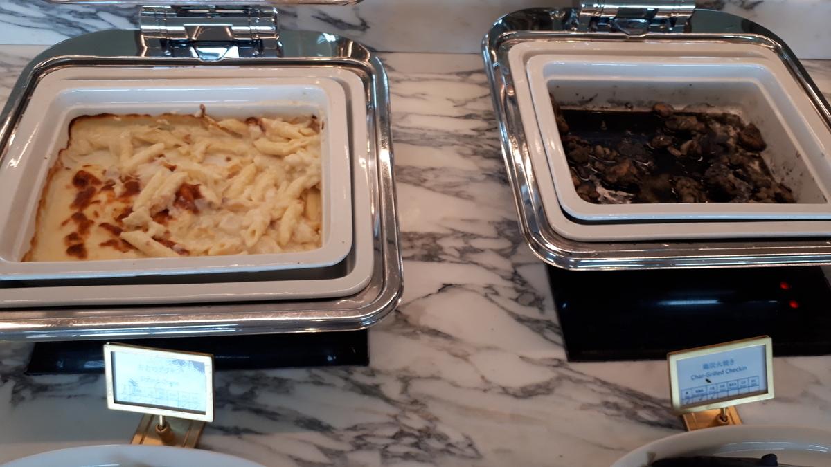 シェラトングランデオーシャンリゾート クラブラウンジ カクテルタイム 海老のグラタン 鶏の炭火焼き