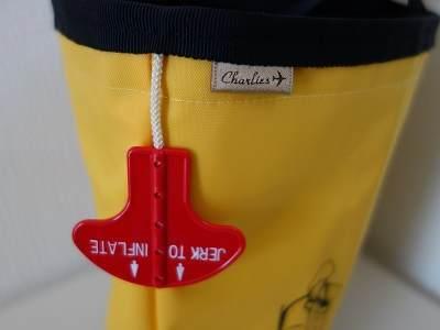 ライフベストのバッグ側面