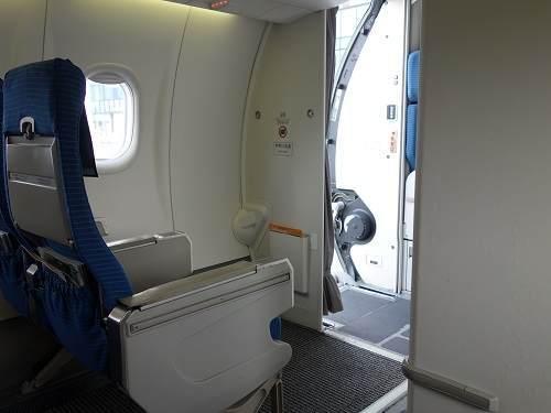 Q400座席