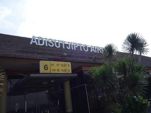 アジスチプト国際空港