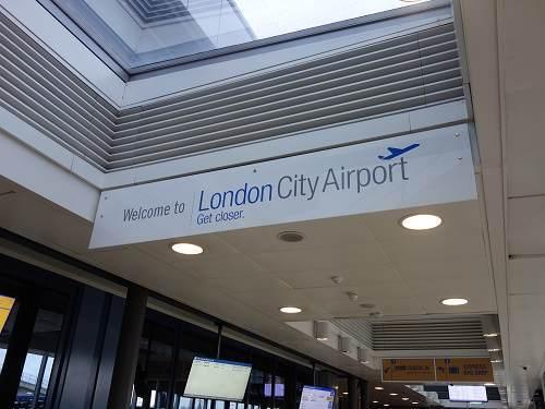 シティ空港看板