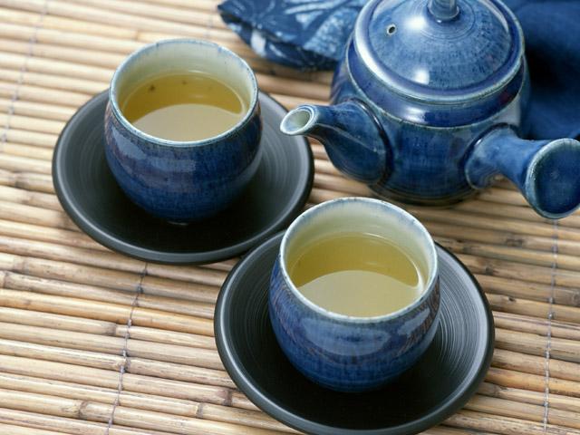 青い急須と湯飲み 日本茶2人分
