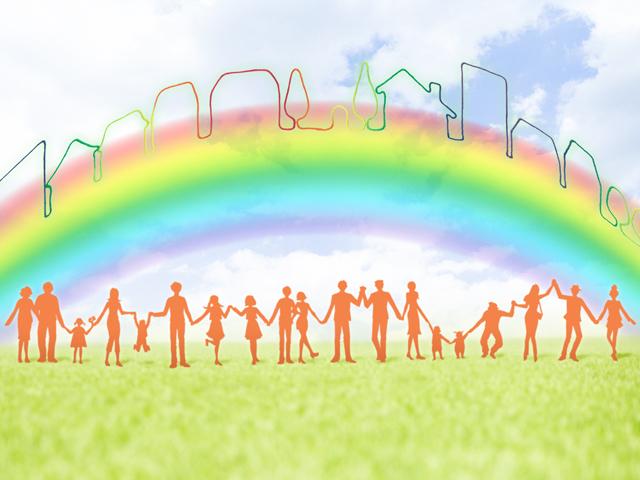 虹と手を繋ぐ人々のイメージ