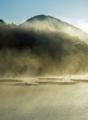[風景][リアス][三陸][秋]煙る御早馬(秋の朝、海霧の舞根湾、早馬山)