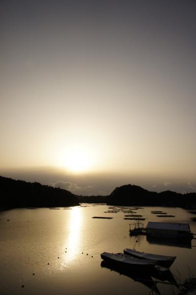 朝、沖の雲(舞根湾)