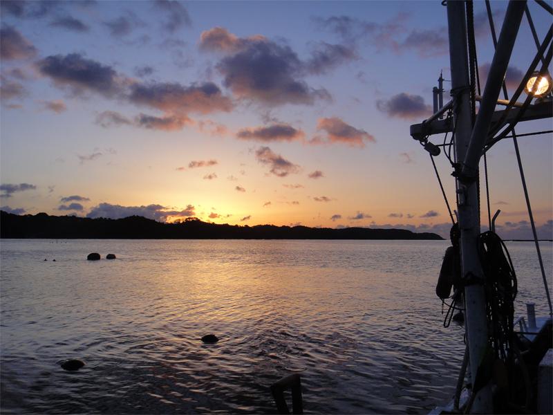 唐桑半島に昇る朝日(大島瀬戸)