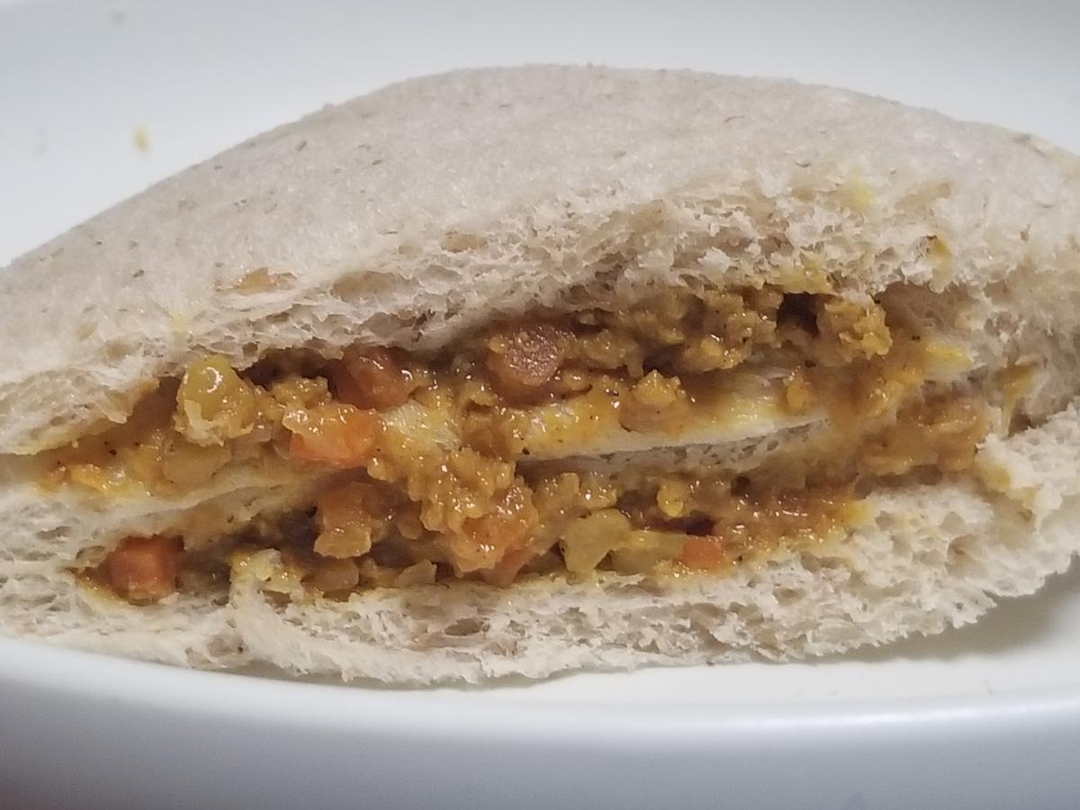 ヤマザキ ランチパック ひよこ豆のキーマカレー 全粒粉入りパン