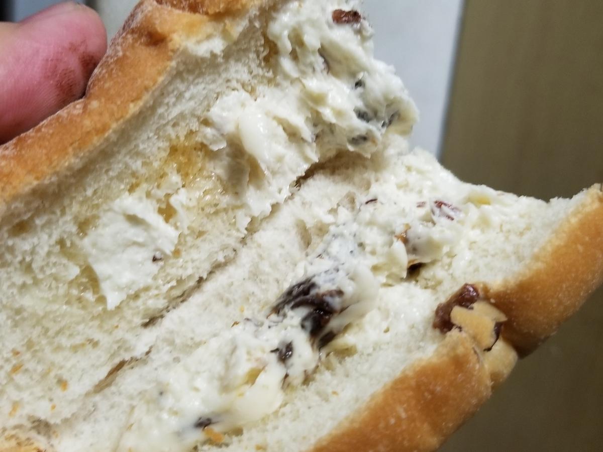 ファミリーマート レーズンバタークリームサンド