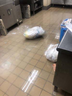 厨房内水浸し