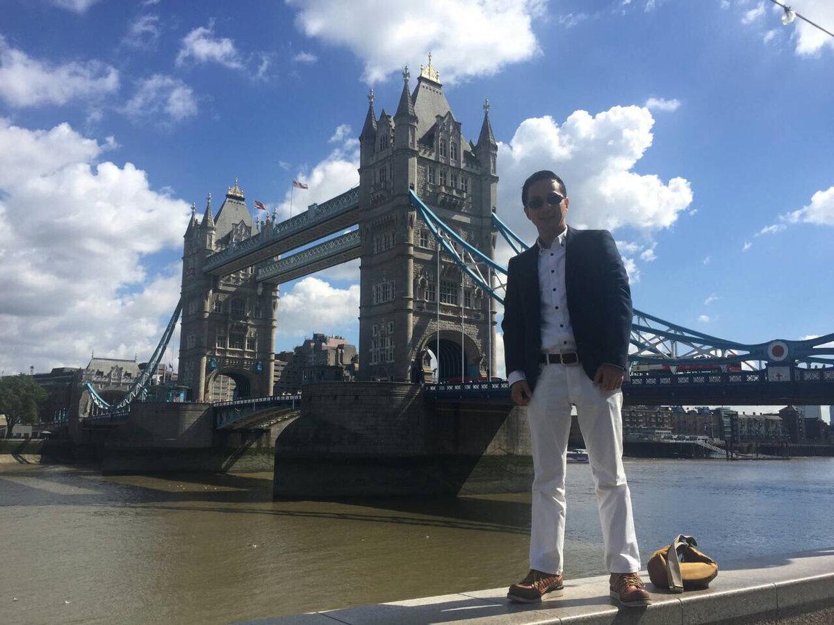 ロンドンブリッジを背に