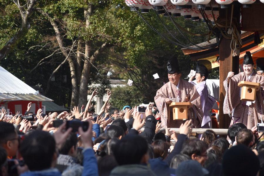 八坂神社の豆まき