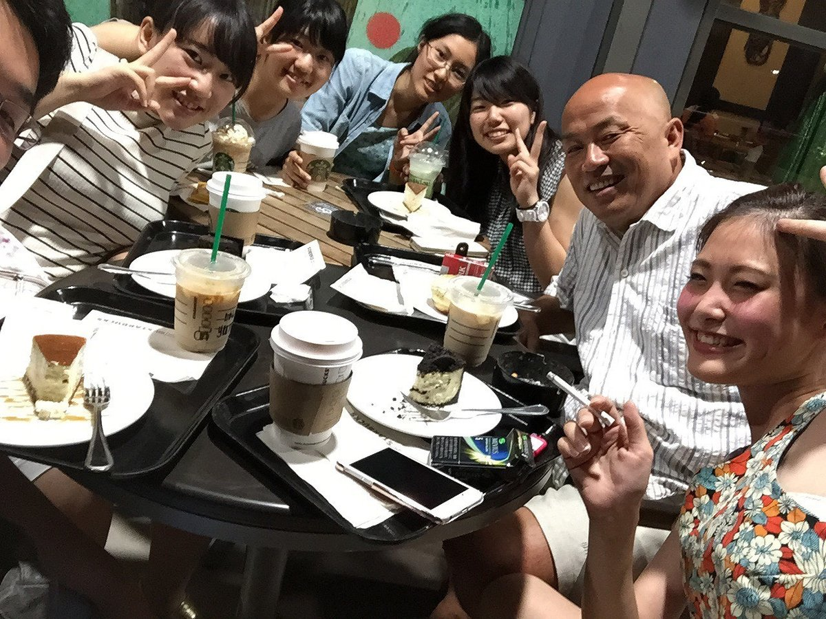 一緒に日本人用テストを受験(右から2人目が福山社員)