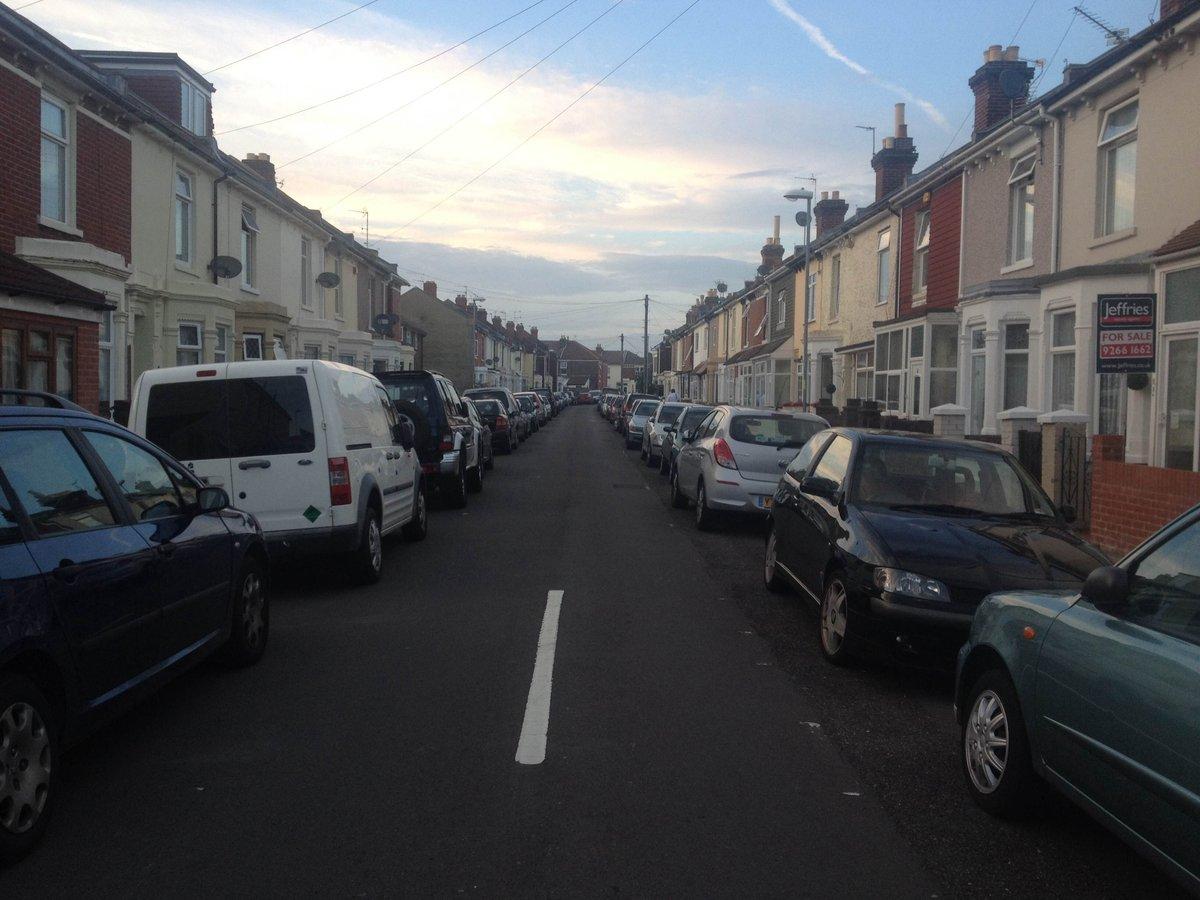 住宅街の路上駐車、一方通行ではありません