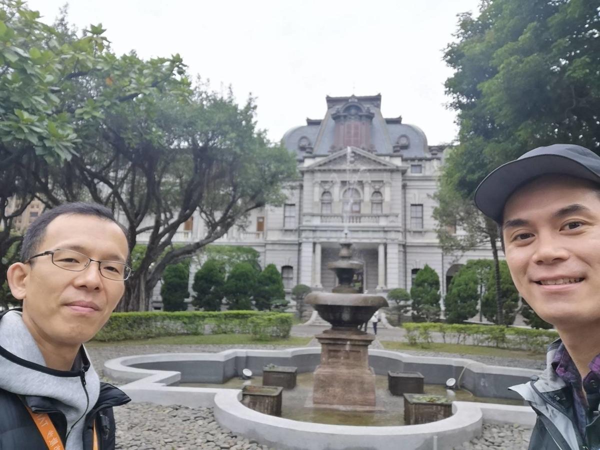 台北賓館ツアーにて中磯社員と(写真左が柴田社員)