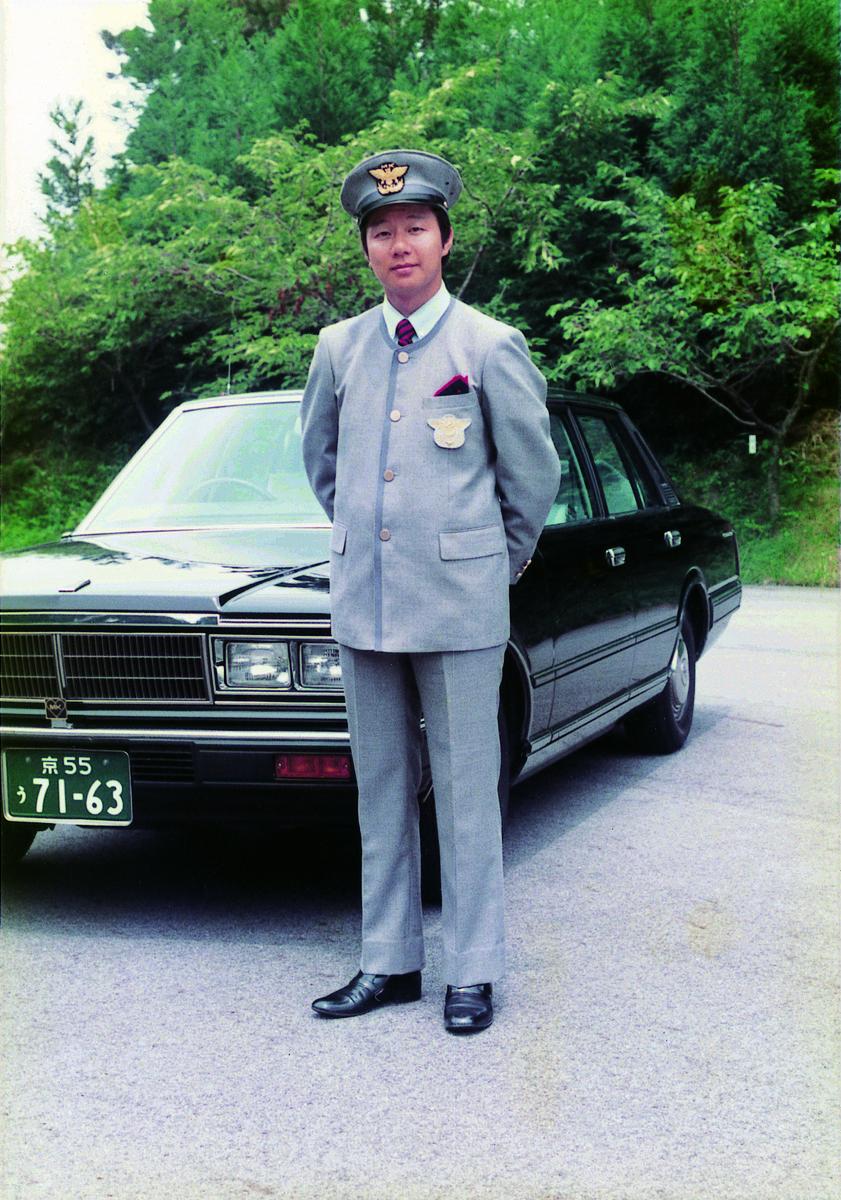 1983年9月 ハナエ・モリデザインの制服採用