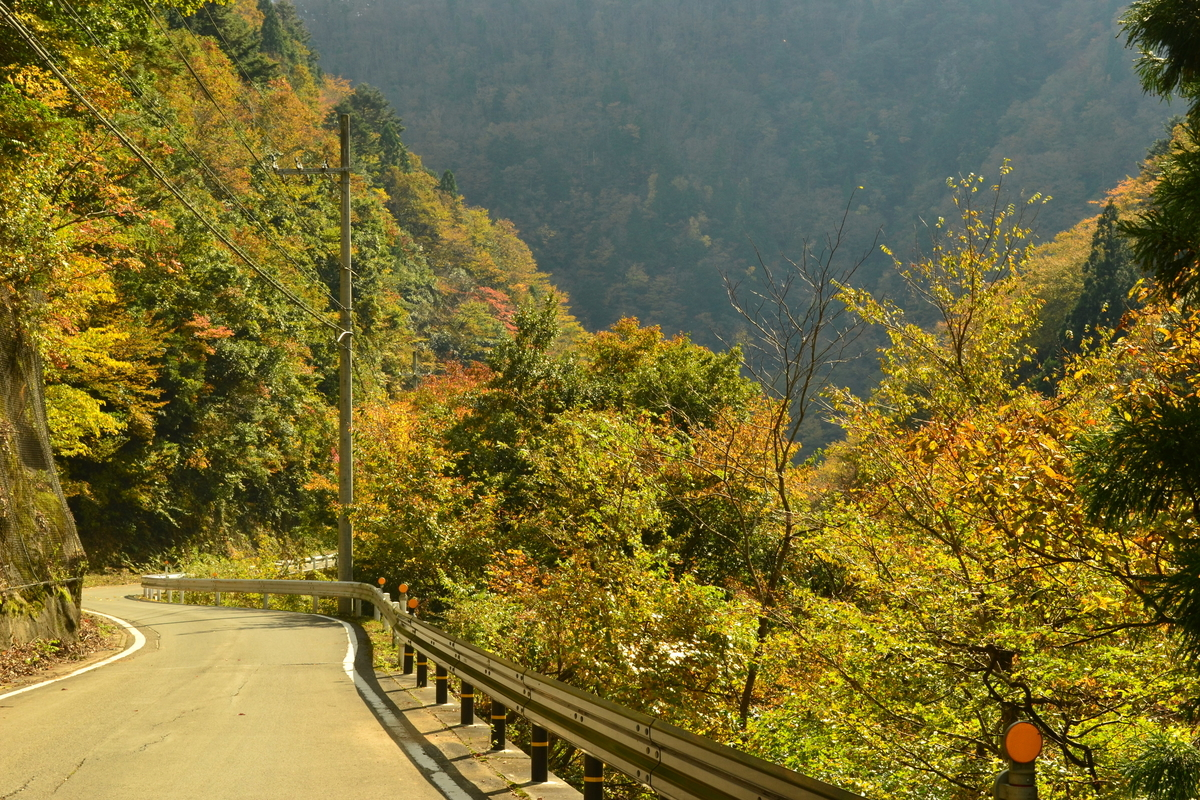 唐戸渓谷の紅葉 見頃 2017年11月3日 撮影:MKタクシー