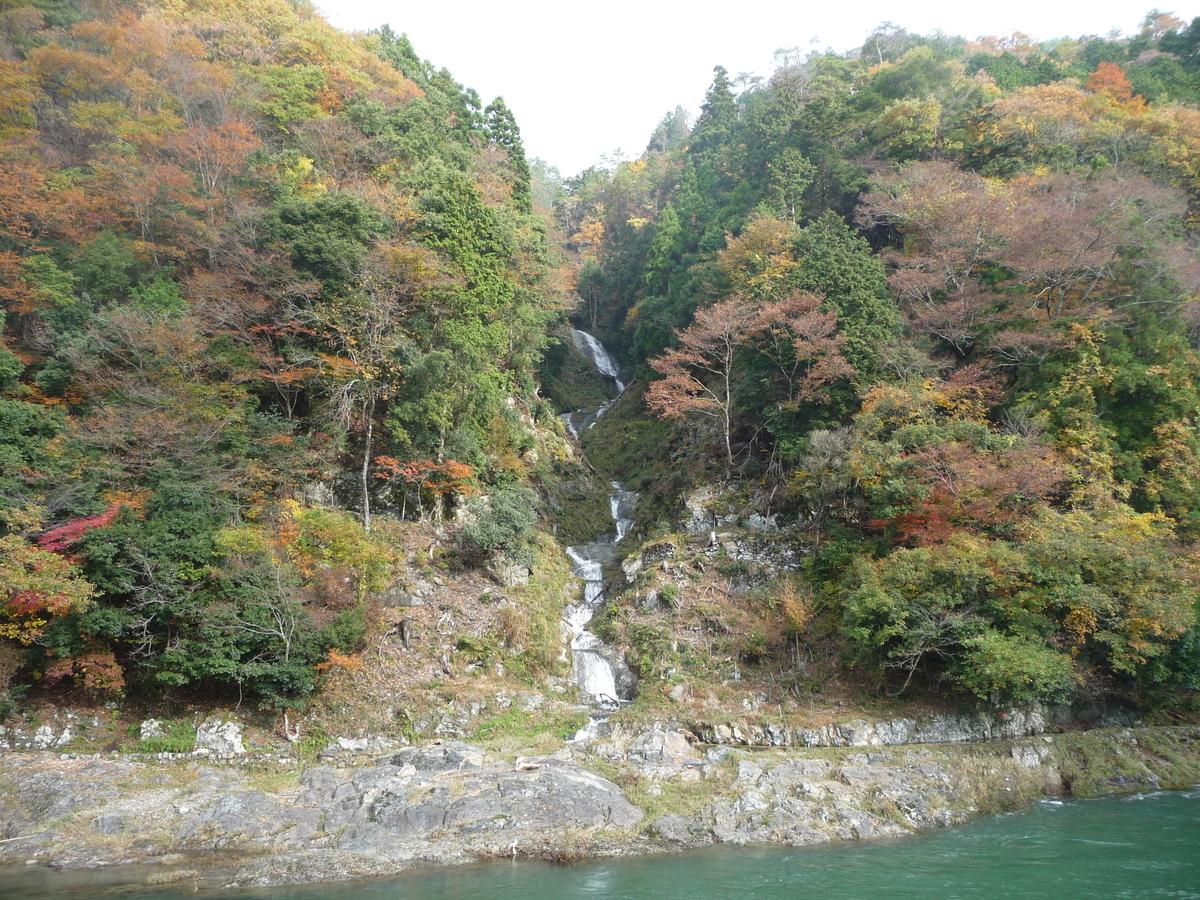 蓮如の滝の紅葉 見頃 2009年11月15日 撮影:MKタクシー