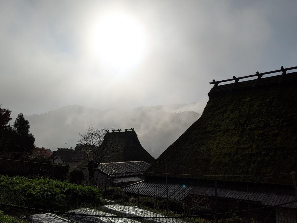 美山かやぶきの里の朝霧 2020年11月17日 撮影:MKタクシー