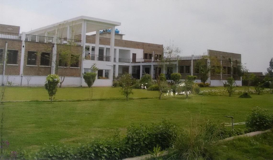 パキスタン ペシャワールPMS基地病院。1998年建設。ここで医療技術を向上させ、パキスタン・アフガニスタン両国の診療所へ職員を派遣。2009年、現地医療団体に譲渡