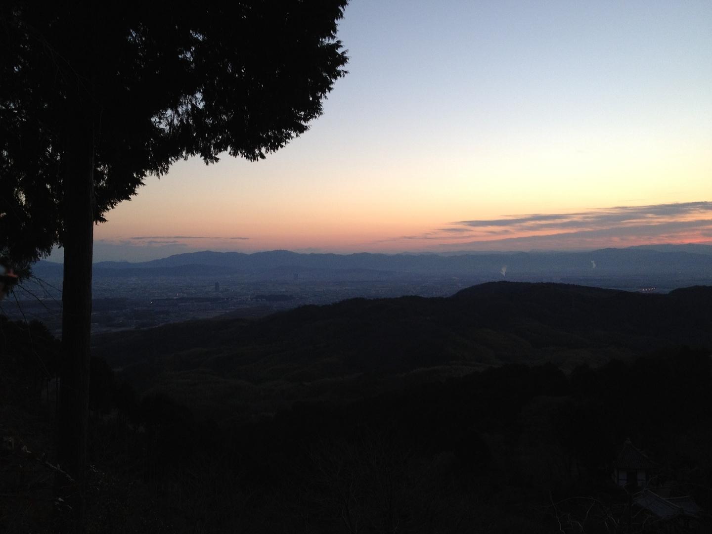 6:58 善峯寺の初日の出 日の出が近づく 撮影:MKタクシー