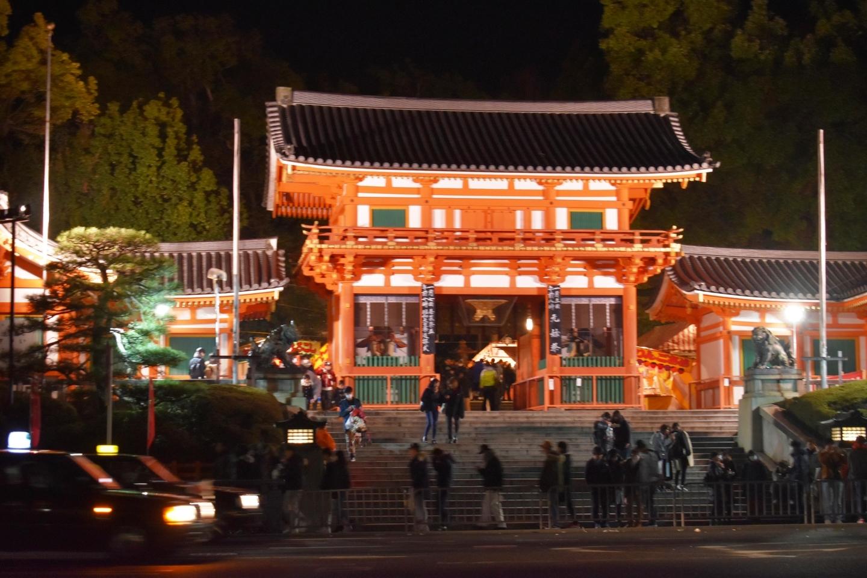 八坂神社の西楼門 撮影:MKタクシー