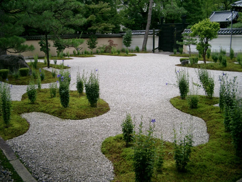 源氏の庭 桔梗 散りはじめ 2003年7月31日 撮影:MKタクシー