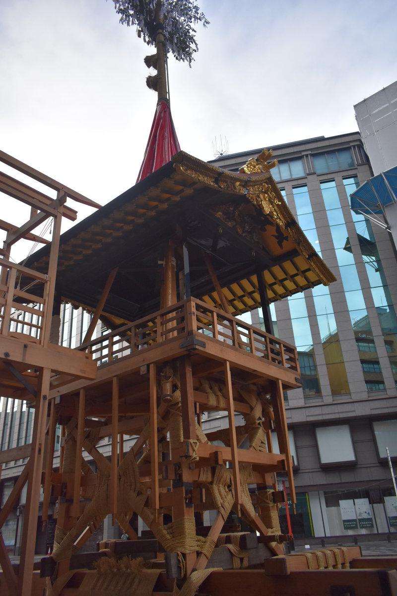 函谷鉾の山鉾建て 2019年7月12日 撮影:MKタクシー