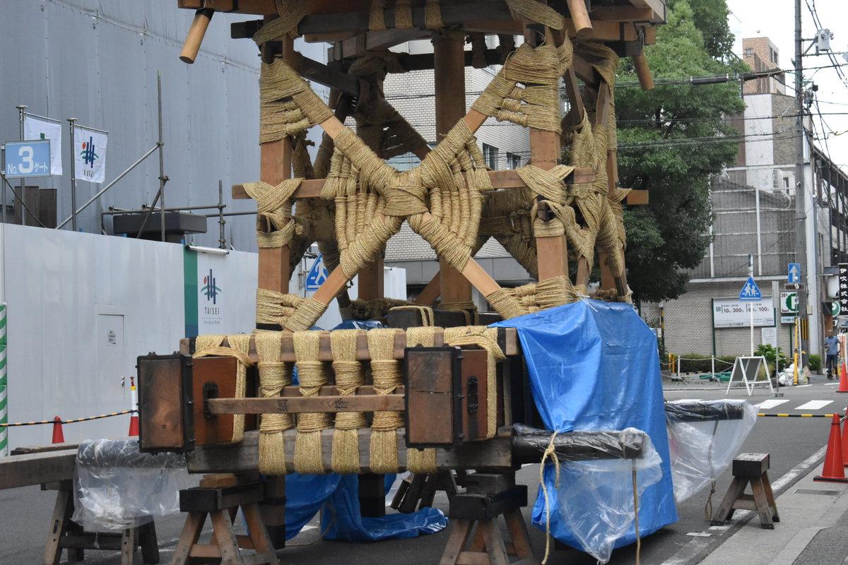 鶏鉾の山鉾建て 2018年7月12日 撮影:MKタクシー