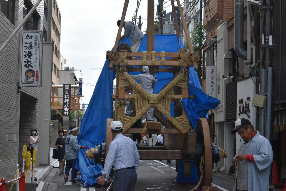 菊水鉾の山鉾建て 2018年7月12日 撮影:MKタクシー