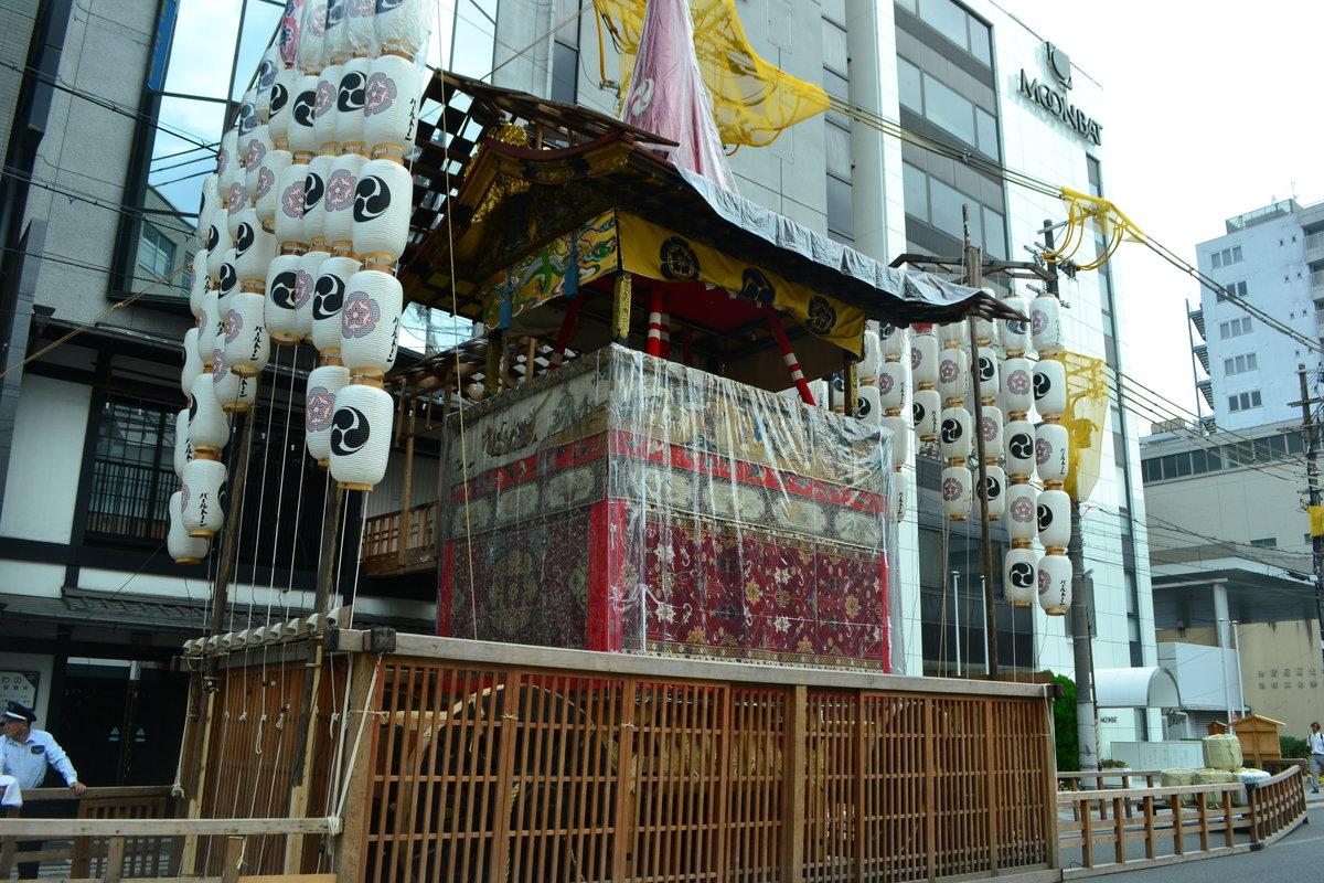鶏鉾の山鉾建て 2018年7月13日 撮影:MKタクシー