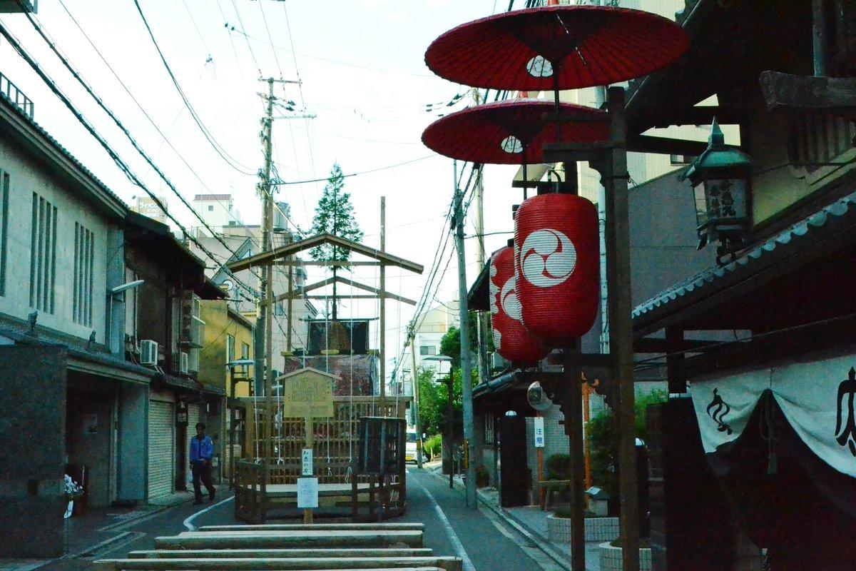 太子山の山鉾建て 2017年7月14日 撮影:MKタクシー
