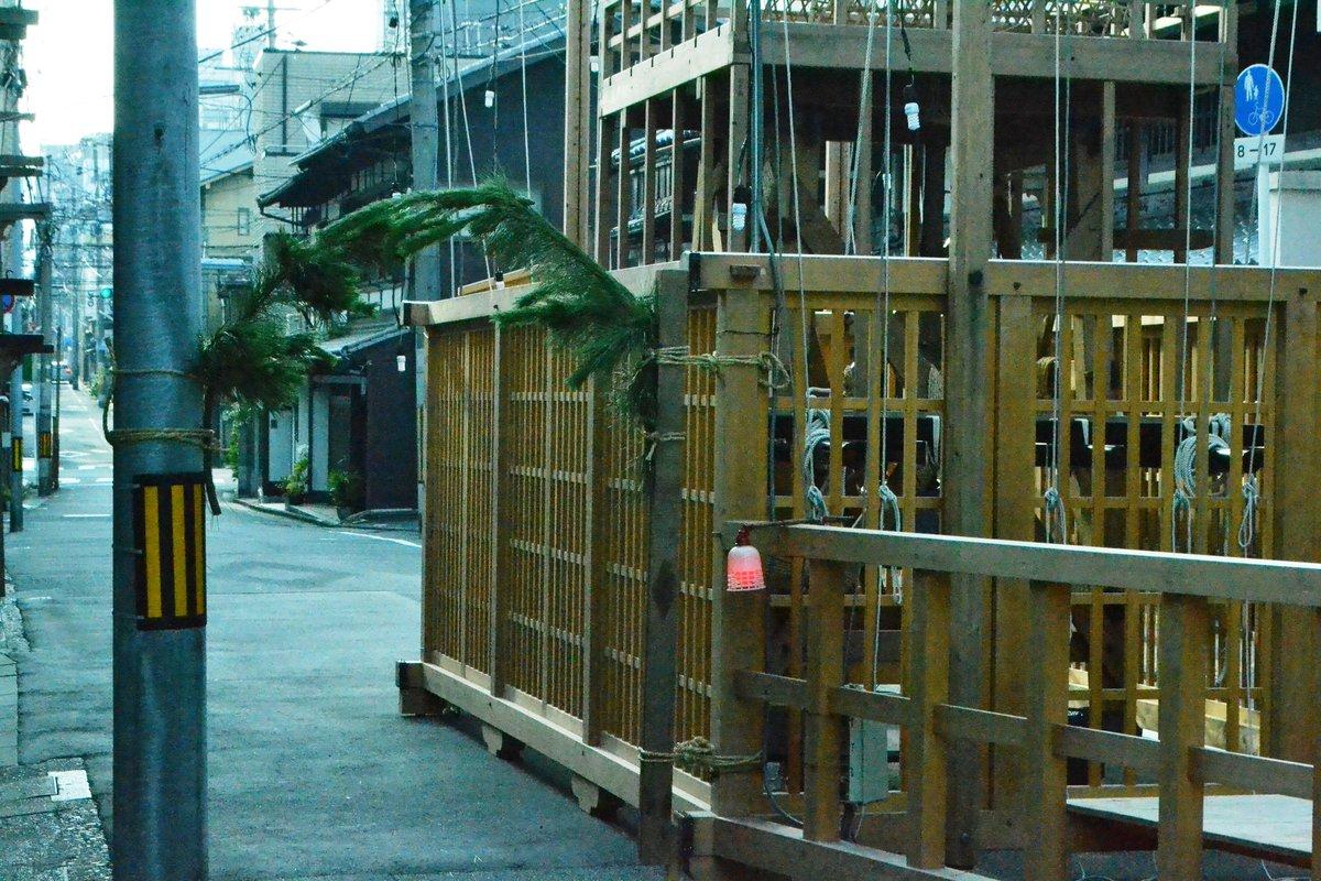 木賊山の山鉾建て 2018年7月14日 撮影:MKタクシー