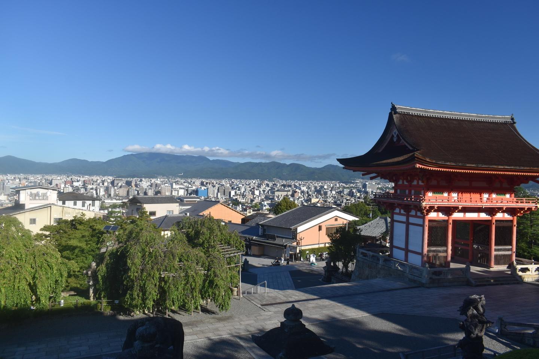 西門から見下ろす京都市内 2021年8月4日 撮影:MKタクシー