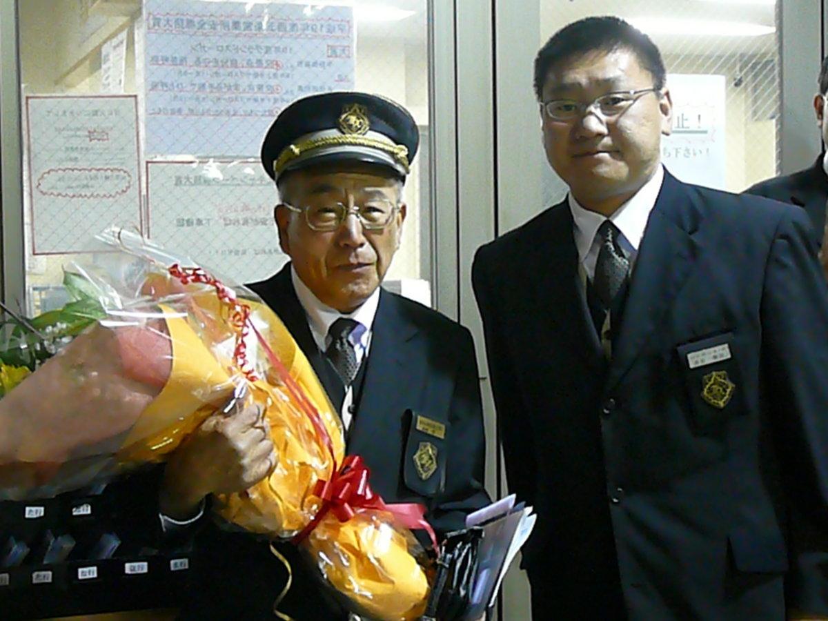 西五条営業所の柴田正彰所長と MK新聞2008年1月16日号より