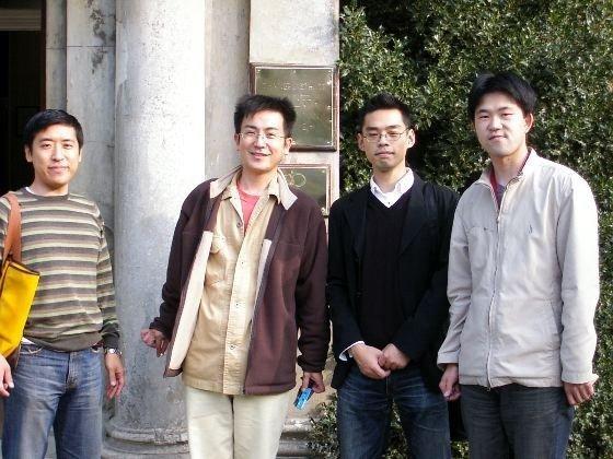 留学生メンバーと(一番左が池原社員)