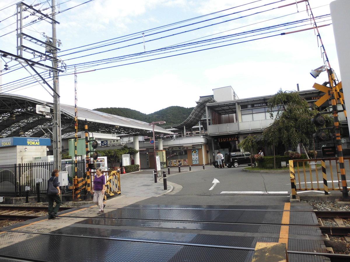 6:36 山科駅前 撮影:MKタクシー