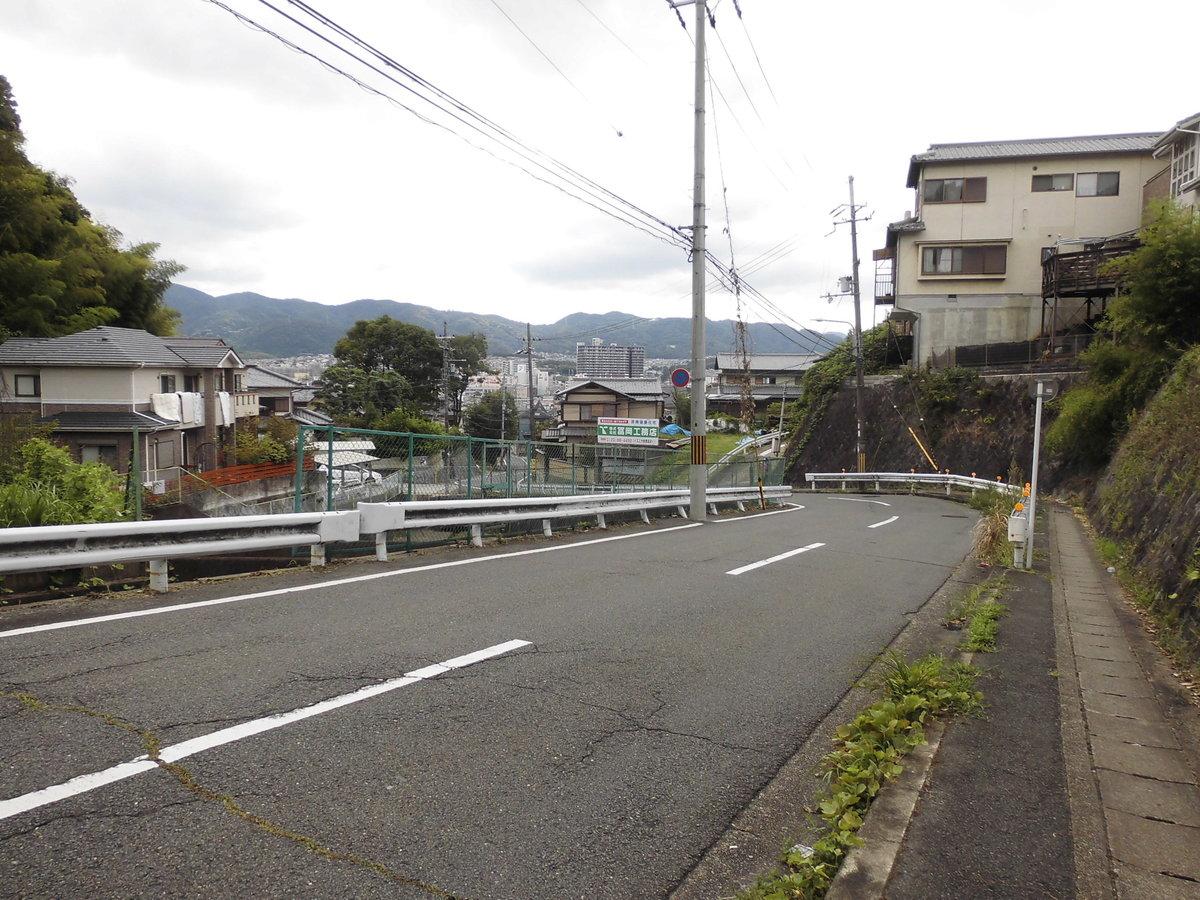 八科峠への上り坂 撮影:MKタクシー