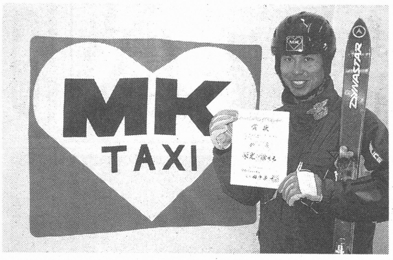 ヘルメットにはMKのロゴ。ウェアにはMKのワッペン