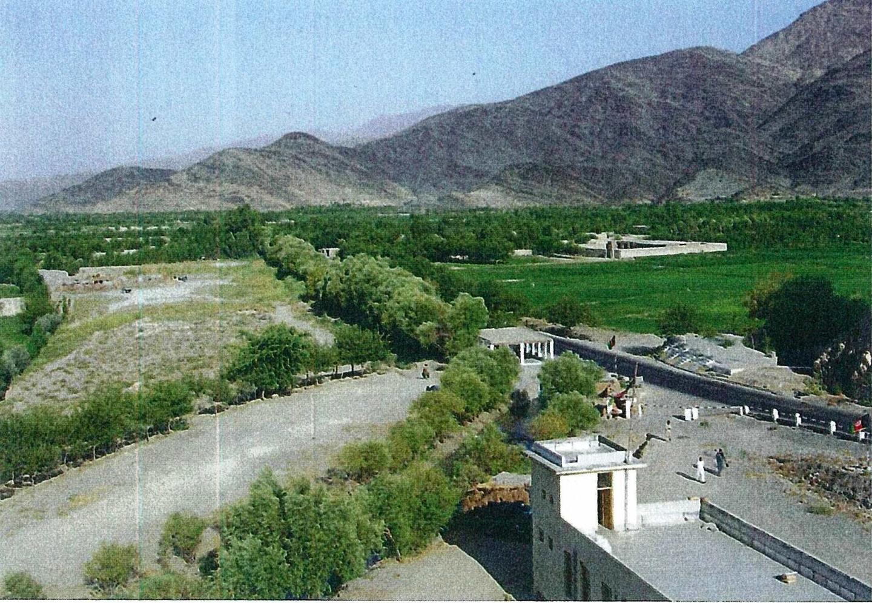 緑地活動前(写真上・2003年)と後(写真下・2012年)のスランプール地域