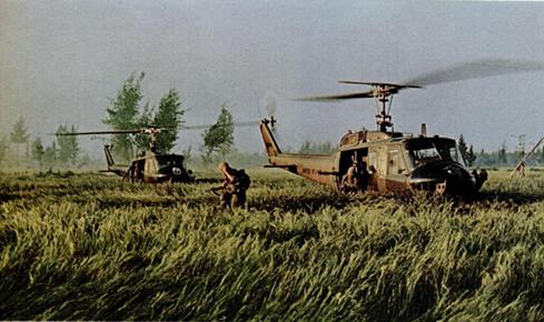 ソンミ村を襲撃するアメリカ軍(出典:『LIFE』1969年12月5日号)