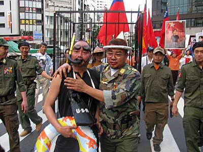 スーチー氏と全ての政治囚の釈放を求めるデモ行進