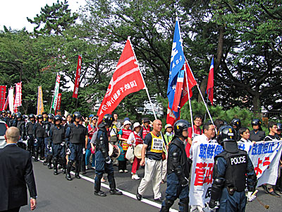 8・15靖国参拝阻止デモ