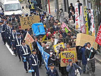 すべての貧者のための水曜・土曜連続デモ 江東区役所包囲デモ