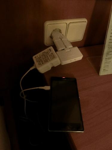 電源変換アダプターとタップ