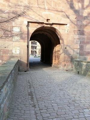 城門塔にかかる橋
