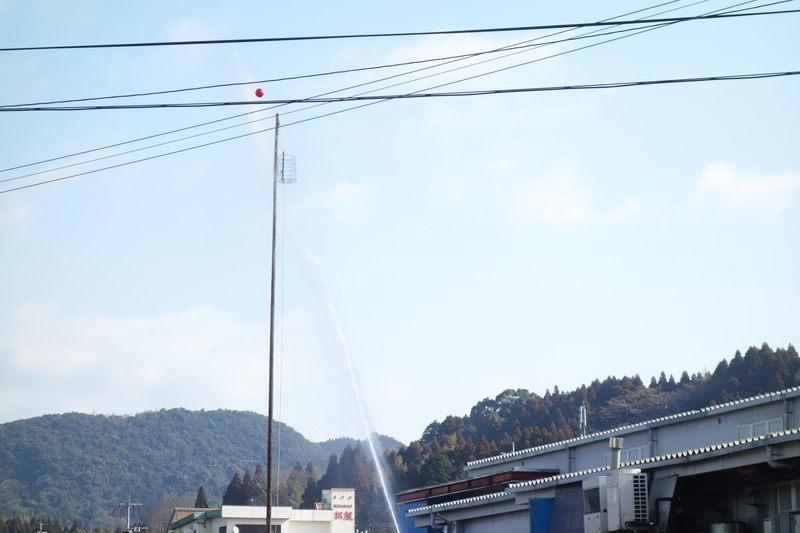 南関町消防出初式。ポンプによる標的落とし