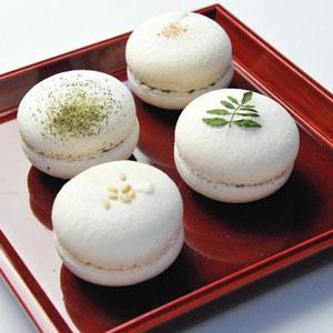 ミシュラン一つ星「六雁」のお菓子(「白いマカロン」