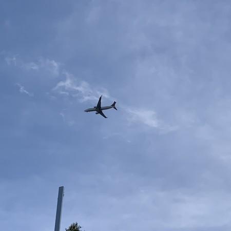 あっという間 飛行機のある風景
