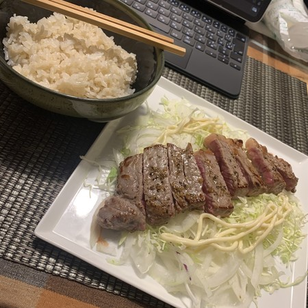 孤独の晩御飯 麦ごはん 牛ロース肉