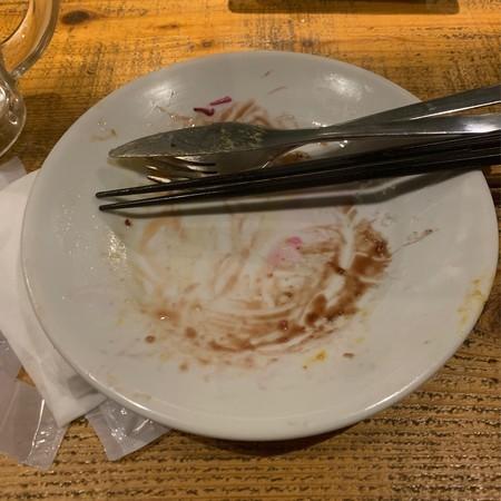 綺麗に食べ切った後のお皿とカットラリー